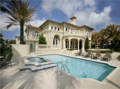 9 Million Exquisite Oceanfront Mediterranean Villa In Palm Beach Florida